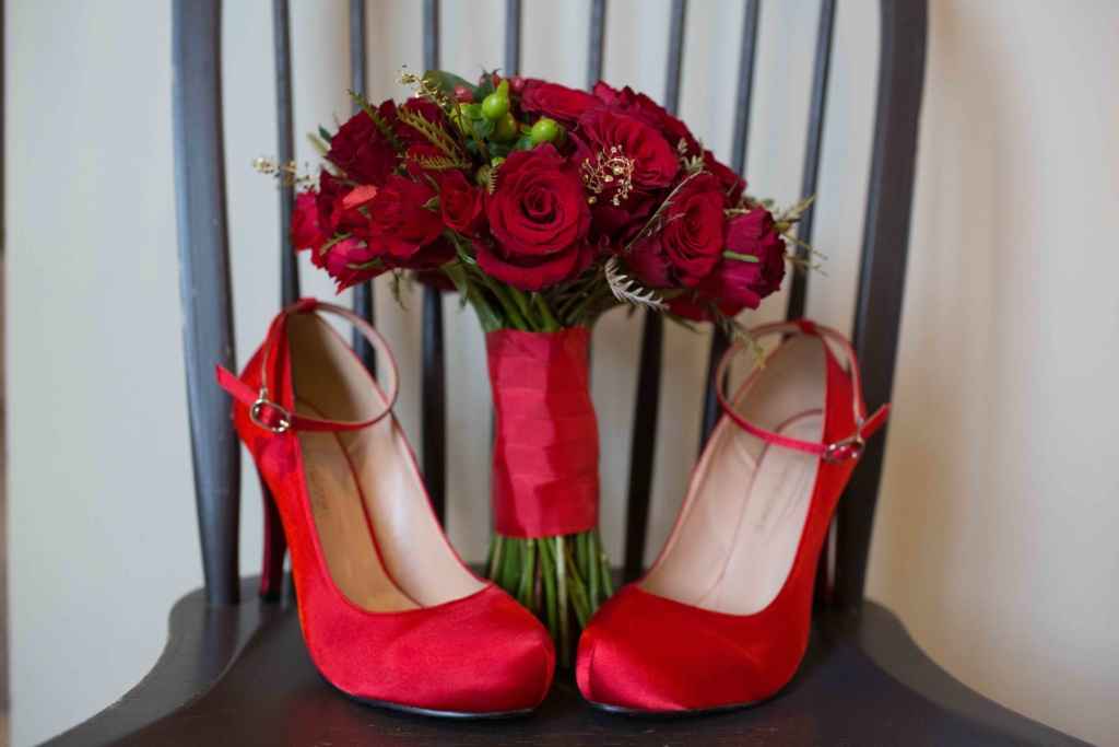 Kings Head Hotel Winter Wedding, Cirencester Bride red shoes bouquet
