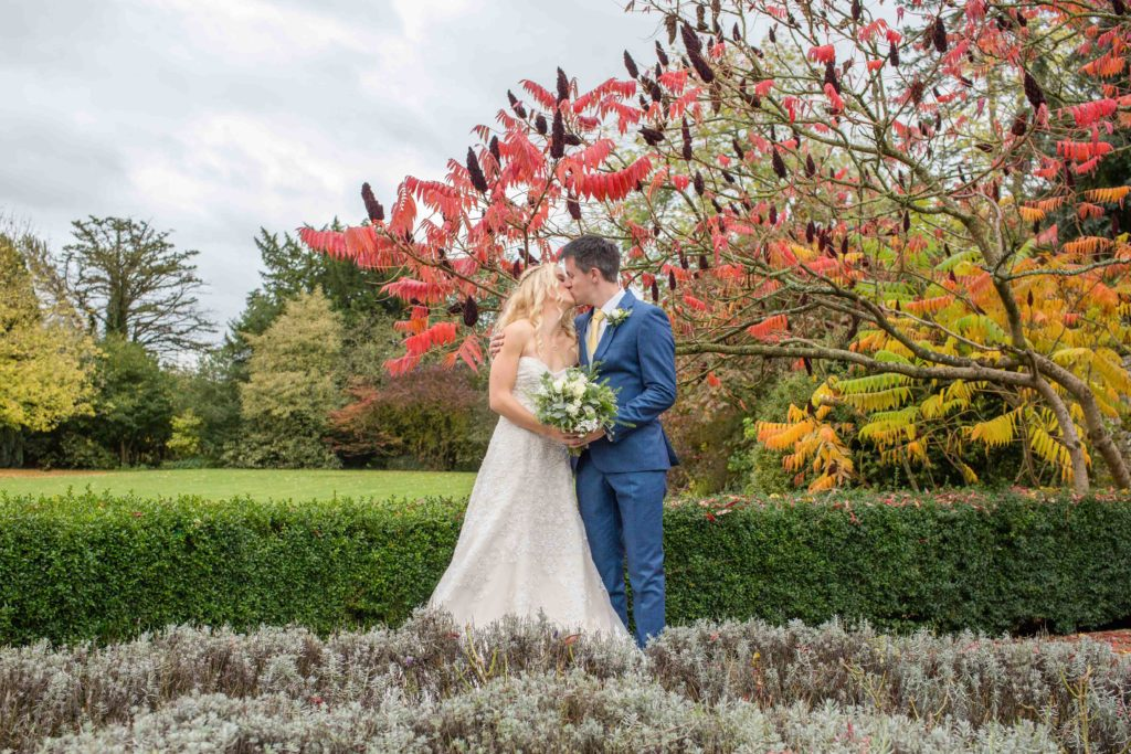 Caswell House, Oxfordshire, Bride Groom Kissing Grounds Low Hedge